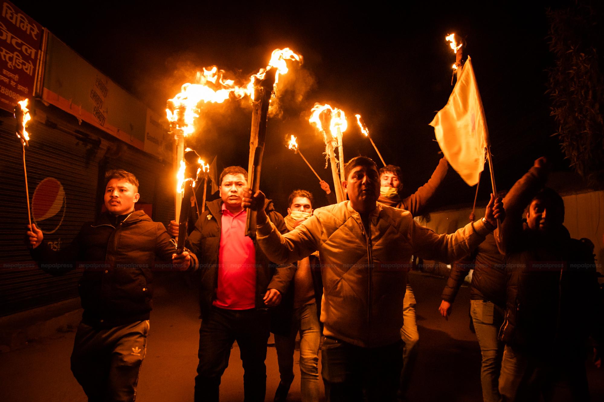 काठमाडौंमा प्रचण्ड–माधव पक्षधर विद्यार्थीको मसाल जुलुस (फोटो फिचर)