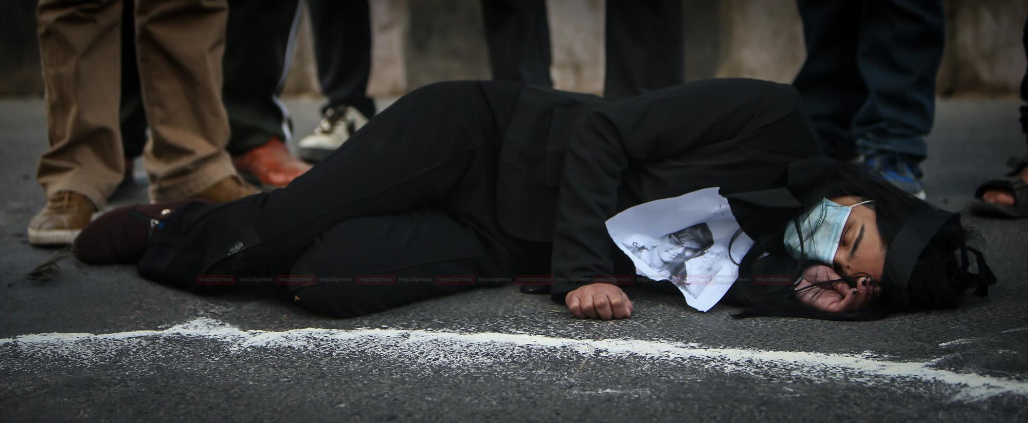 ओलीतन्त्र भर्सेस प्रचण्ड–माधव भर्सेस नेपाली जनता (फाेटाे फिचर)