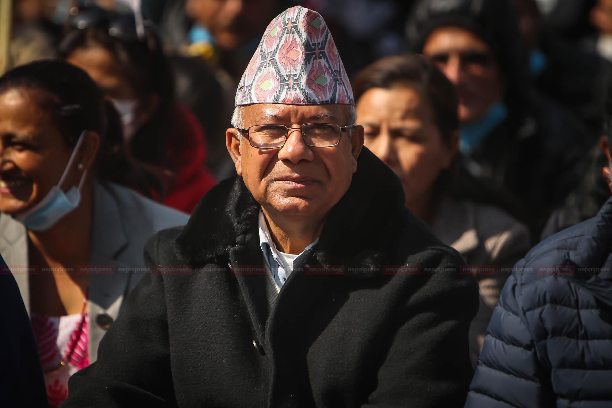 नेताहरु बालुवाटारतिर ढल्दै, माधव नेपाल गल्दै