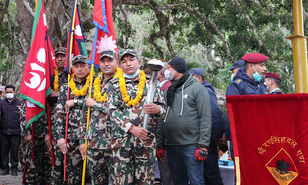 पृथ्वीनारायण शाह हिँडेको बाटोमा नेपाली सेनाको पदयात्रा