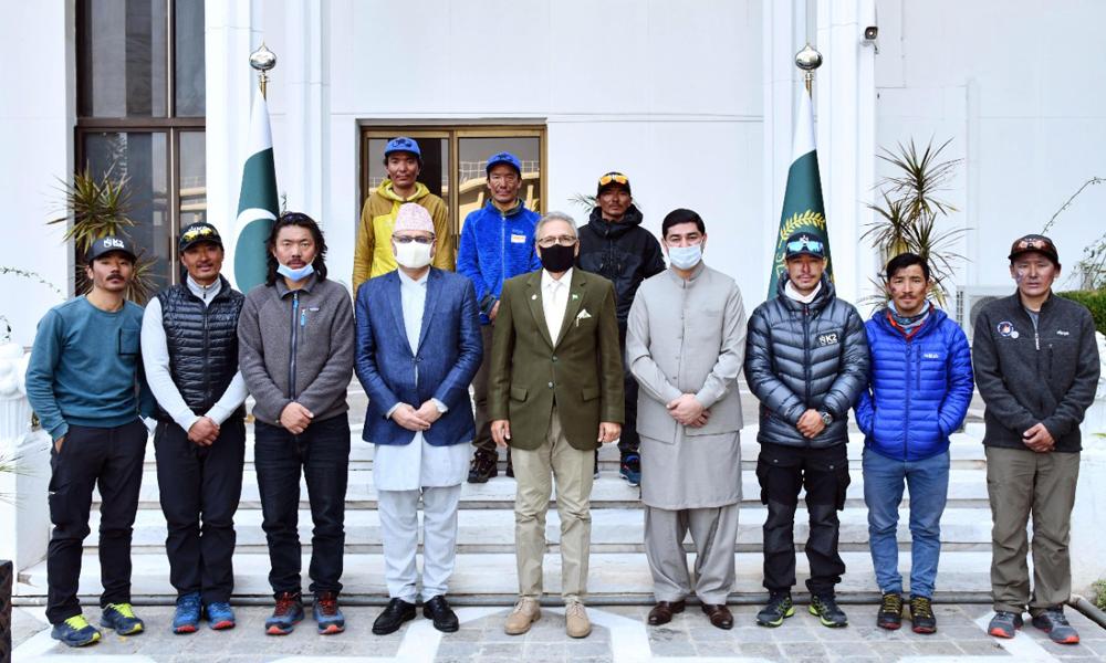 माउन्ट केटु चढेको नेपाली टोलीलाई पाकिस्तानी राष्ट्रपतिले भेटेर दिए बधाइ