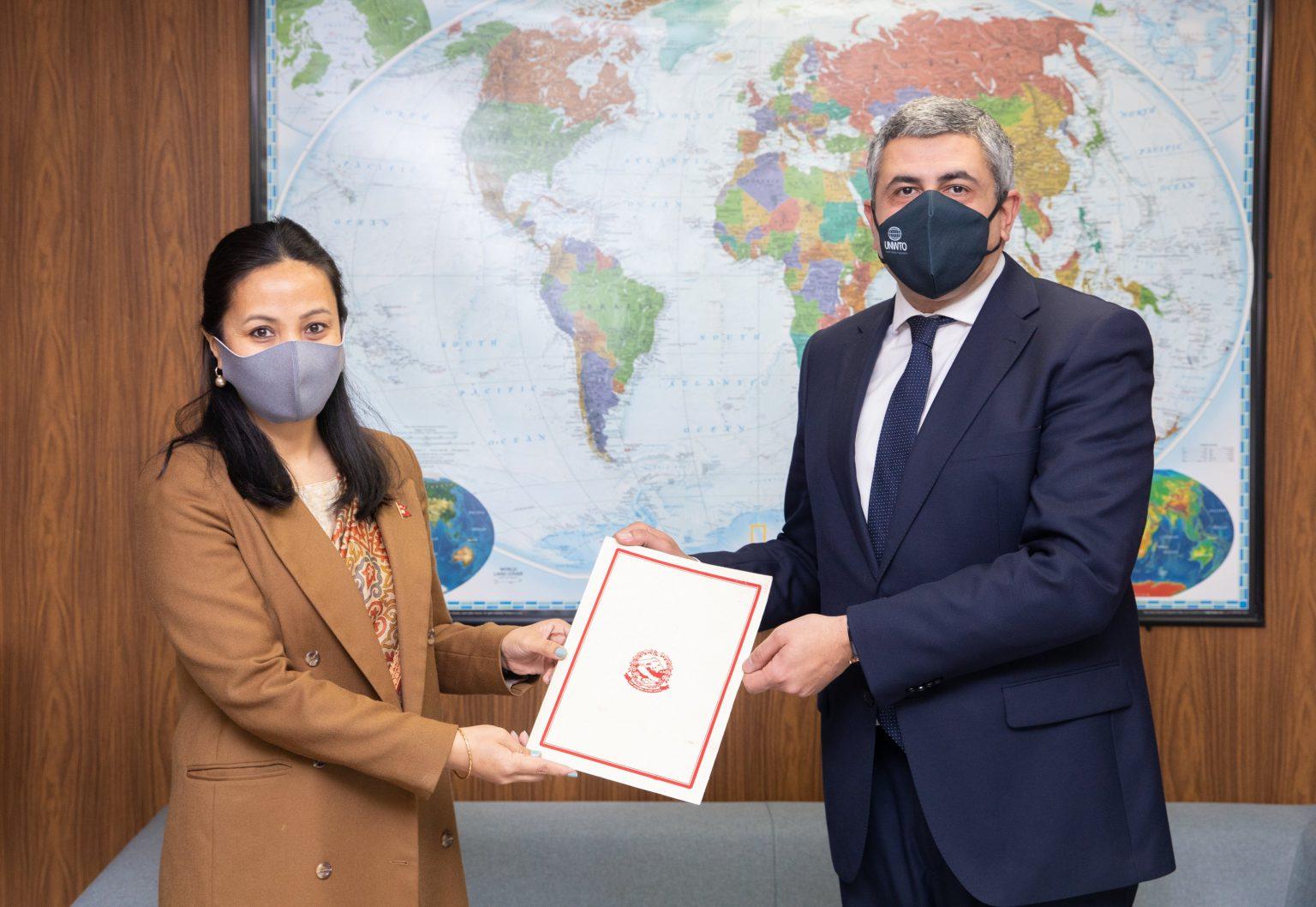 स्पेनका लागि नेपाली राजदूत शेर्पाले बुझाइन् ओहोदाको प्रमाण पत्र