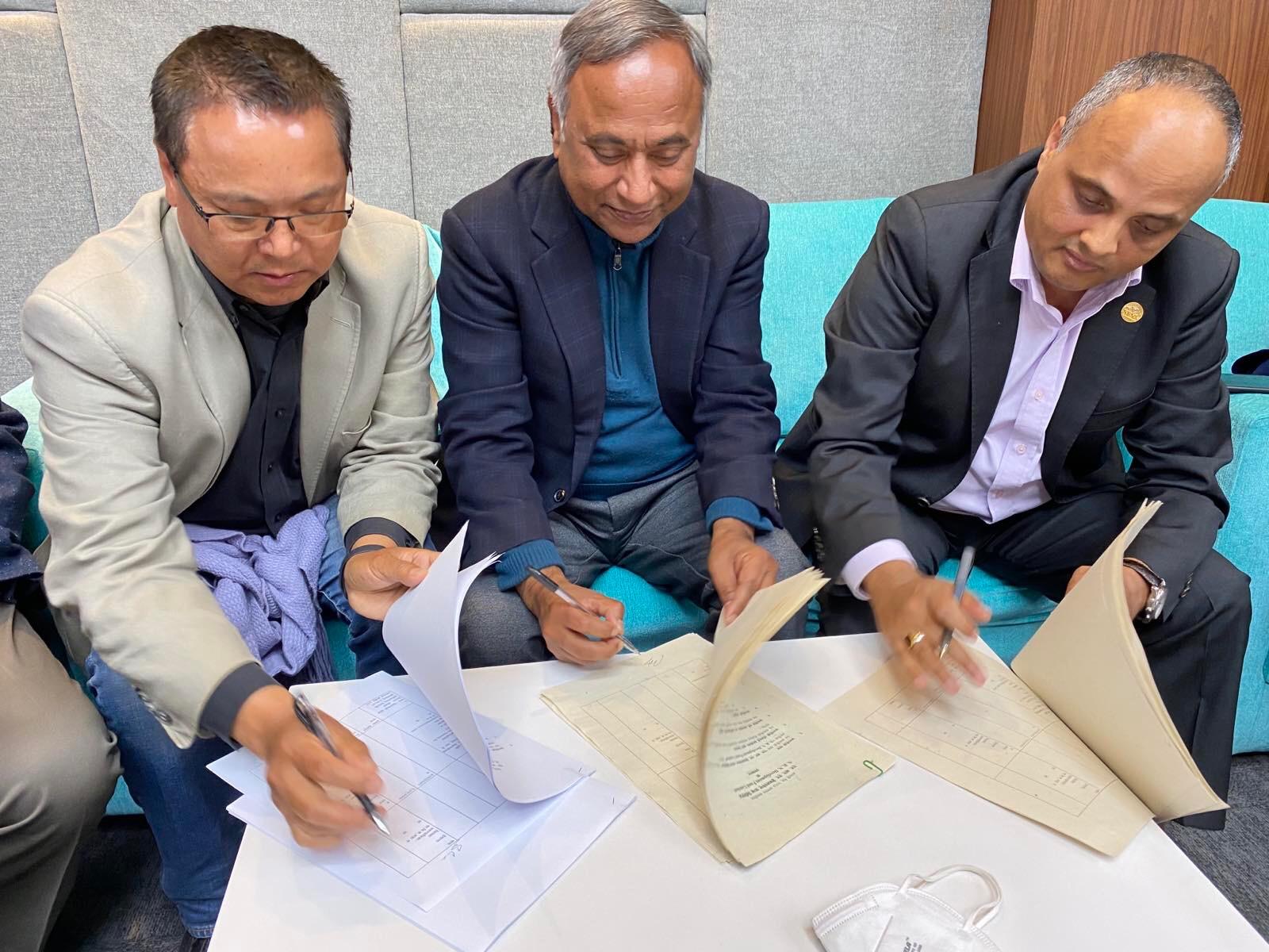 एनआरएनएले लगानी गर्ने १० अर्ब कोषका लागि संस्थापकले गरे हस्ताक्षर