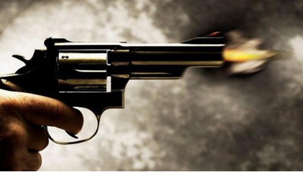 लहानमा गोली हानेर सुनचाँदी व्यवसाय गर्ने युवकको हत्या, श्रीमती घाइते
