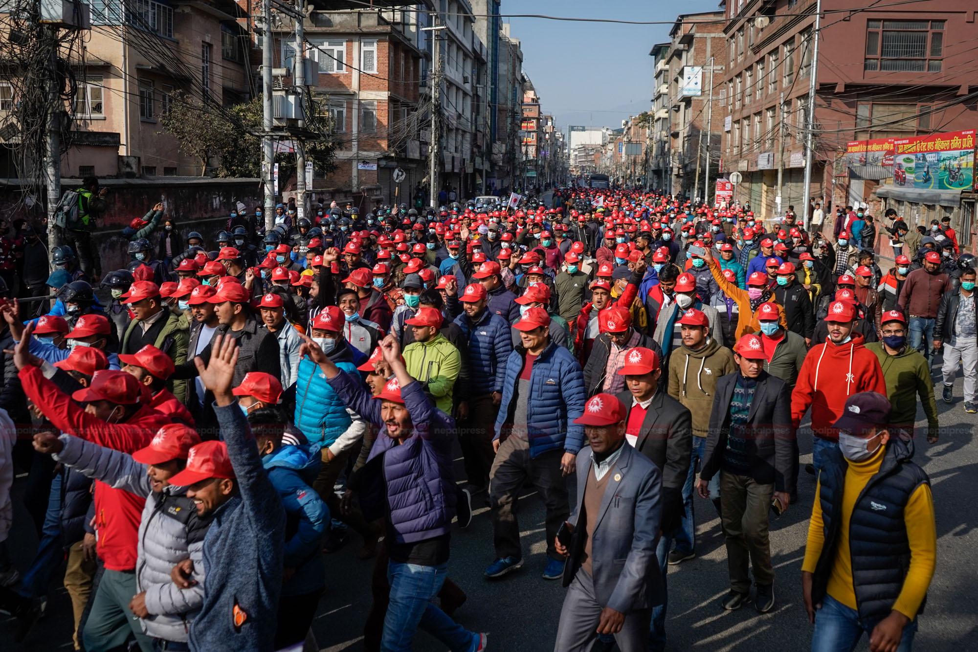 छातीमा केपी ओली टासेर युवा विद्यार्थीको मार्चपास