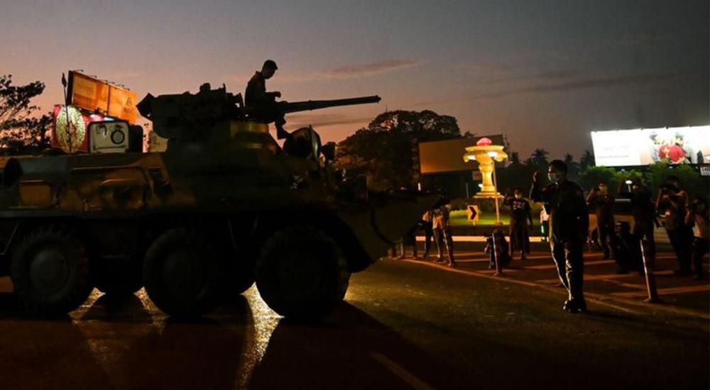 म्यानमारमा राजनीतिक संकट गहिरिँदै- सेना सडकमा, इन्टरनेट बन्द