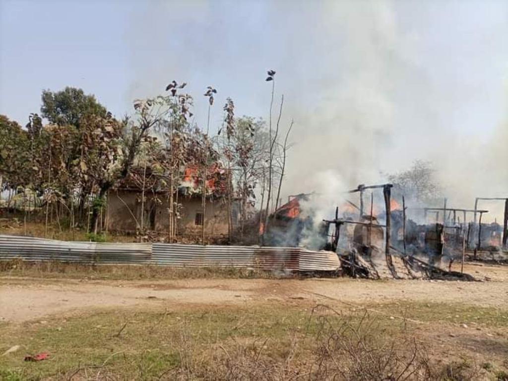 दाङमा बिजुलीको लाइन सर्ट भएर आगलागी, छ घर जलेर नष्ट