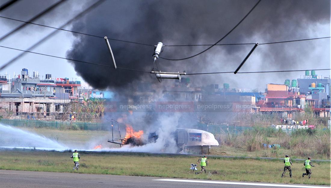 दुर्घटना 'डेमो': उडिरहेको जहाजबाट धुवाँको मुस्लो निस्केपछि…
