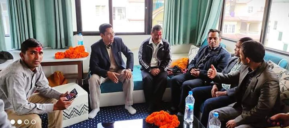 रिहाइलगत्तै काठमाडौंमा विप्लवलाई भेट्न पुगे धर्मेन्द्र