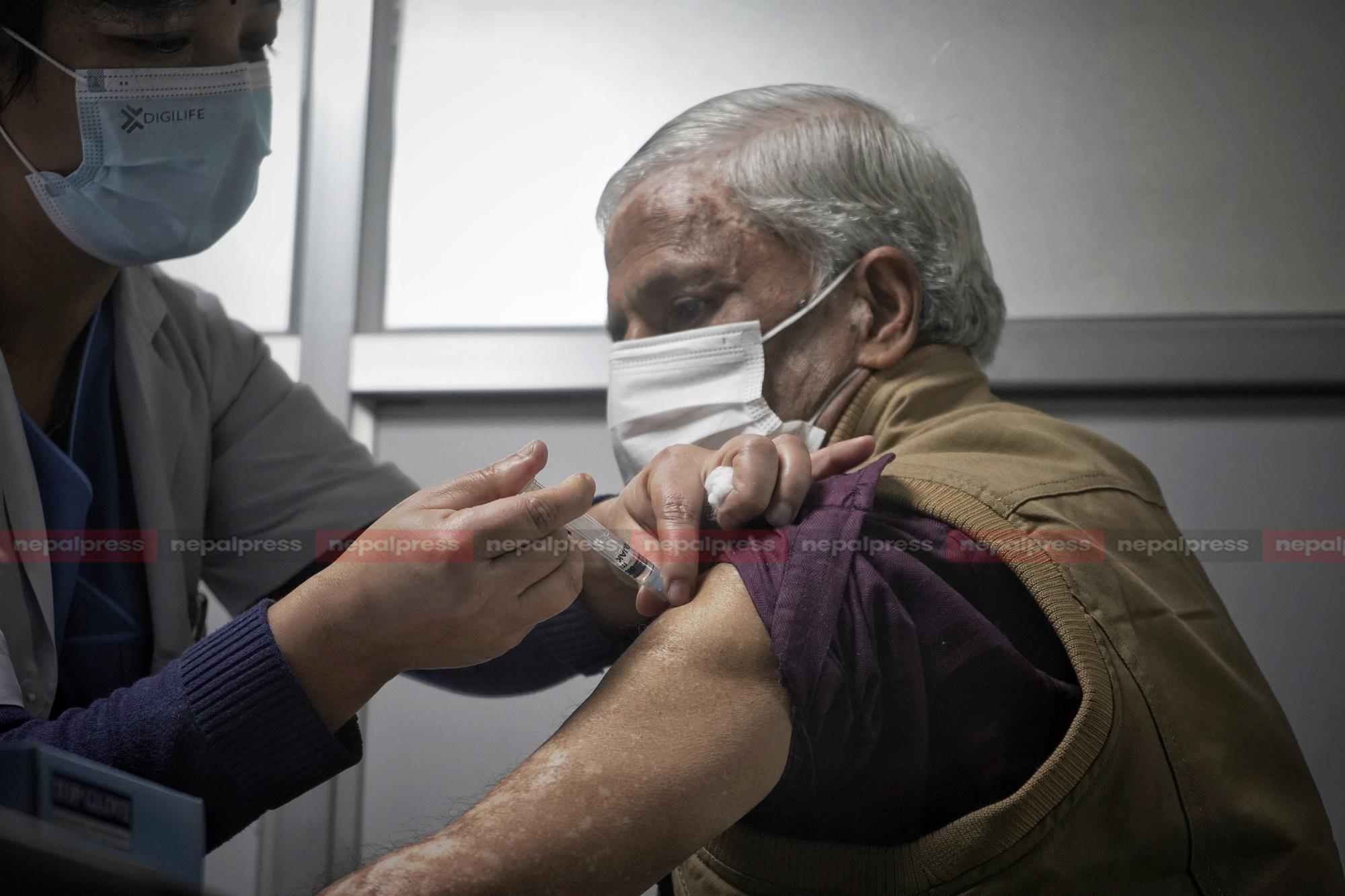 ललितपुरमा ७७ वर्ष माथिकालाई भोलिदेखि कोभिशिल्डको दोस्रो डोज दिँइदै