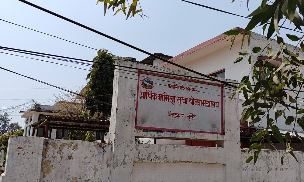 सांसदलाई थाहै नदिई 'विचौलिया'का योजना छान्दै कर्णाली सरकार !