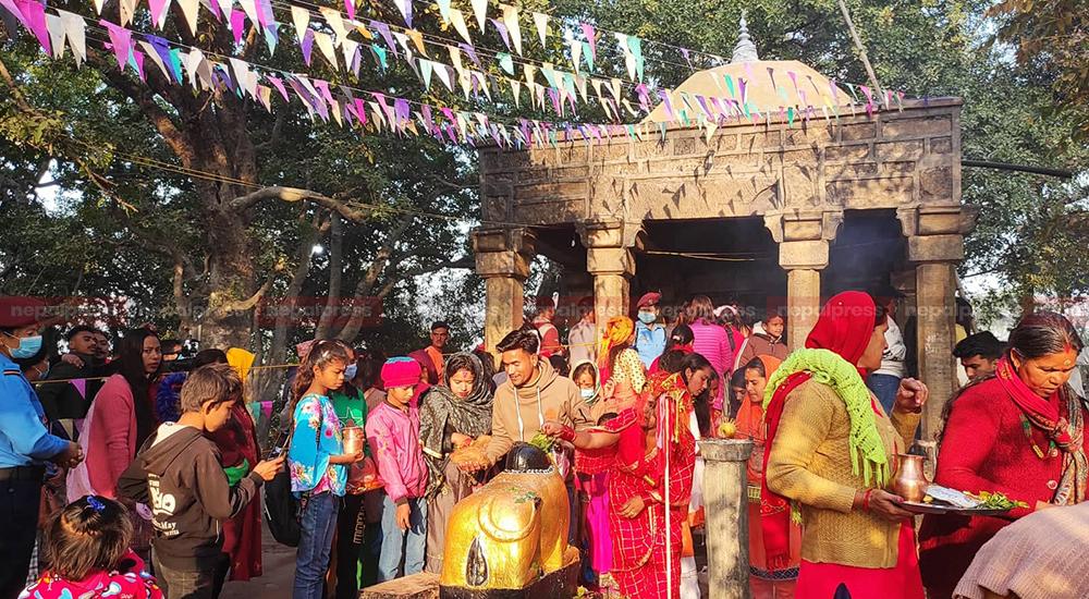 पाल्पाको सिद्धबाबा र सुर्खेतको लाटीकोइली शिव मन्दिरमा दर्शनार्थीको भीड