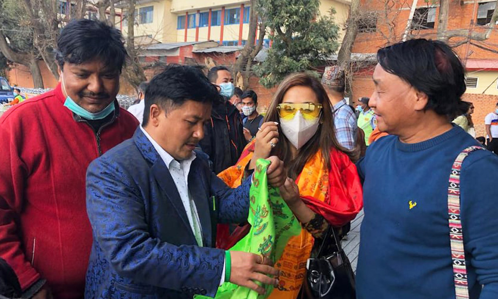 नेफ्टा अवार्डमा सहभागी हुन निरुता र विपना काठमाडौंमा