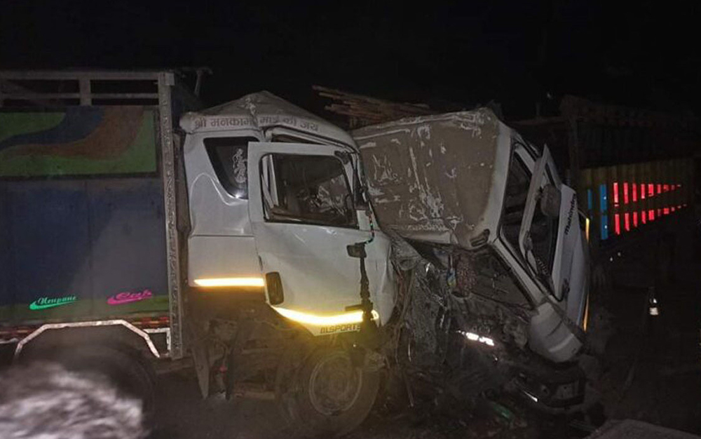 ट्रक जुध्दा दुवै चालकको मृत्यु, सह-चालक गम्भीर घाइते