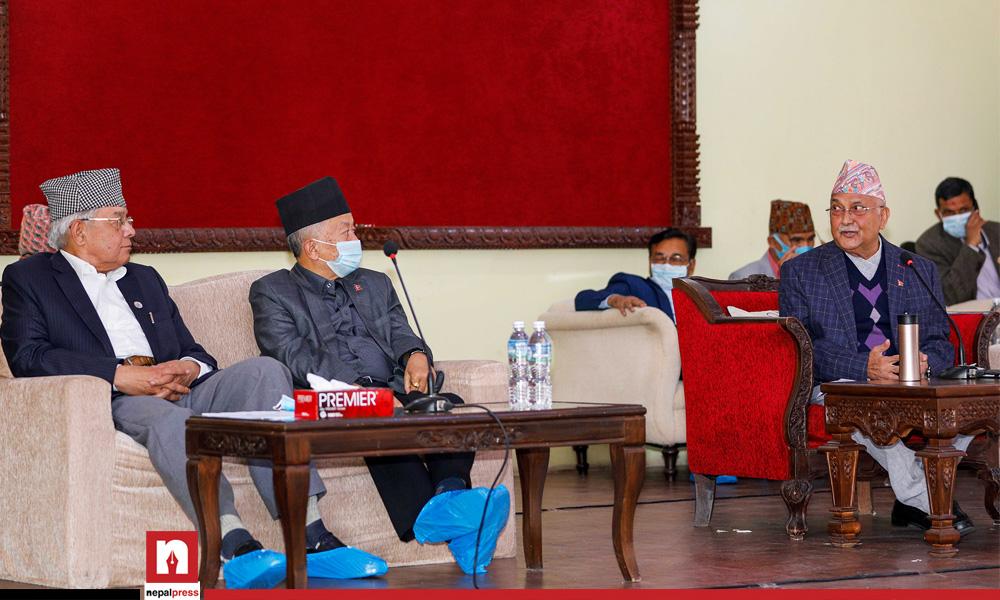 तस्विरमा एमाले संसदीय दलको बैठक, दुवै सदनको नेता ओली र उपनेता नेम्वाङ