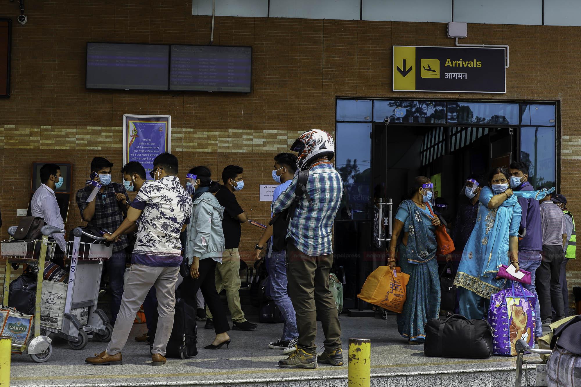हवाईमार्गबाट यात्रा गर्ने बढे, काठमाडौं आउने र छाड्ने बराबरी जस्तै