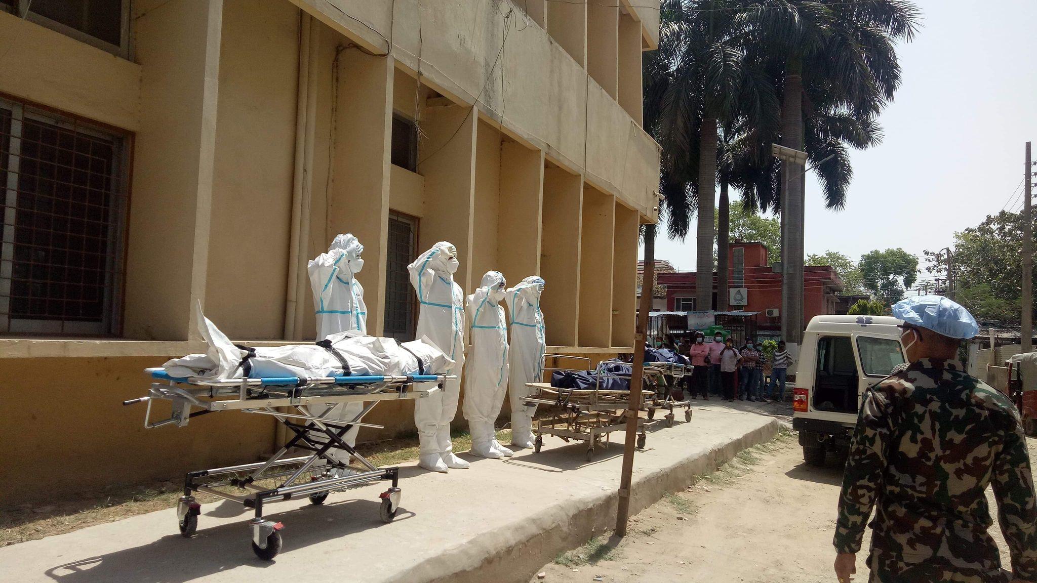 गम्भीर प्रकृतिका संक्रमित बढेको बढ्यै, अस्पतालमा अक्सिजन र बेड अभाव