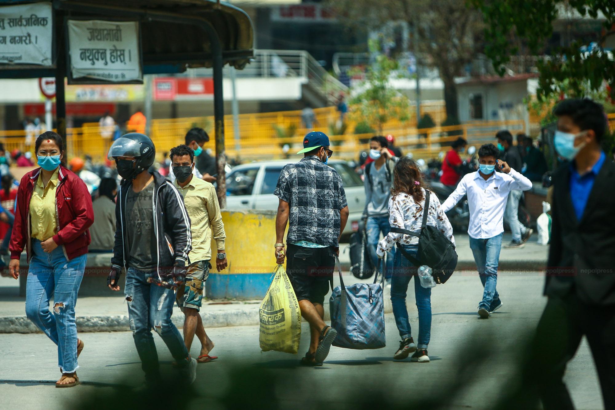 लकडाउन २.० : काठमाडौं छोडी आफ्नै थातथलोतिर
