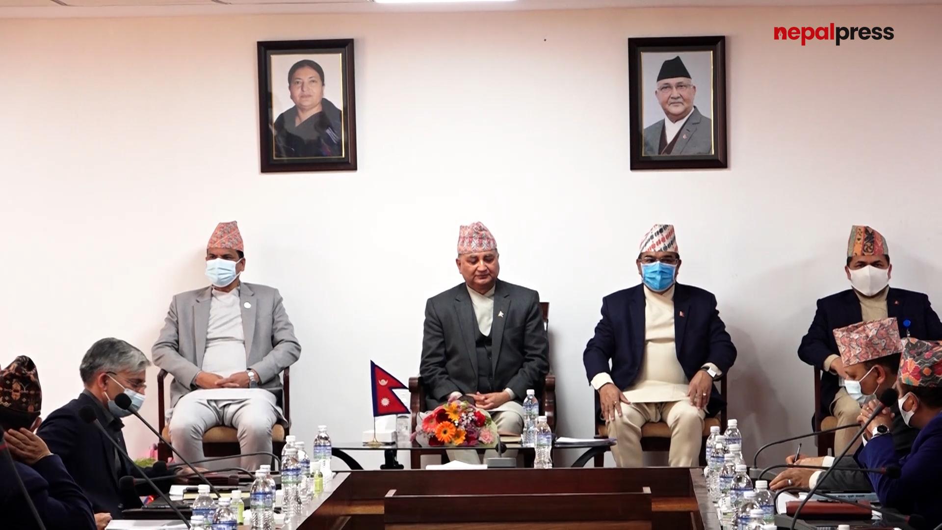 निजामती प्रशासन झिङ्गे टसाई सोचबाट मुक्त हुन सकेन: ईश्वर पोखरेल