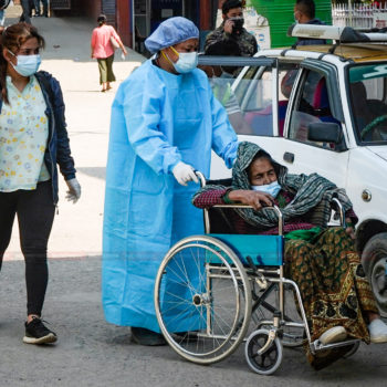 कोरोना संक्रमण बढ्न थालेसँगै काठमाडौंका अस्पतालहरु बिरामीले भरिभराउ