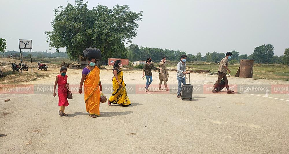 जटही नाकामा भारतबाट फर्कने बढे, नदेखेजस्तो गर्न वाध्य स्वास्थ्यकर्मी (भिडियोसहित)