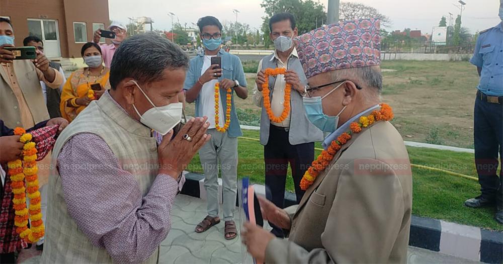 माधव नेपाललाई जनकपुरमा माओवादी नेताको स्वागत, भने– कसरी अघि बढ्नेबारे पछि भन्छु