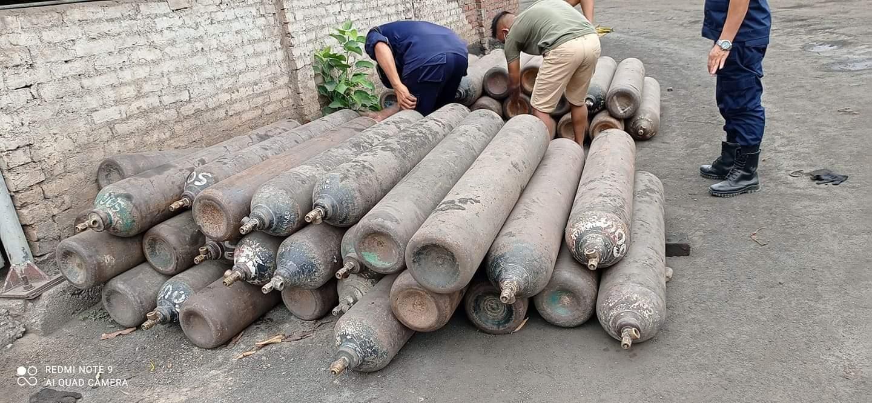 नेपाल प्रहरीको सक्रियतामा २५ सय भन्दा बढी अक्सिजन सिलिन्डर संकलन