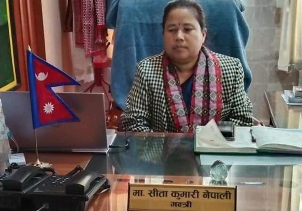 कर्णाली सरकारकी प्रवक्ता सीता नेपालीले फिर्ता गरिनन् संसद सचिवालयको गाडी