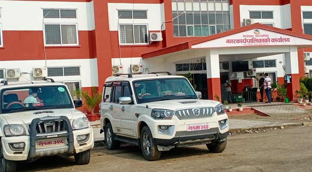 संक्रमित बोक्न सियारी गाउँपालिका अध्यक्ष र उपाध्यक्षले दिए गाडी