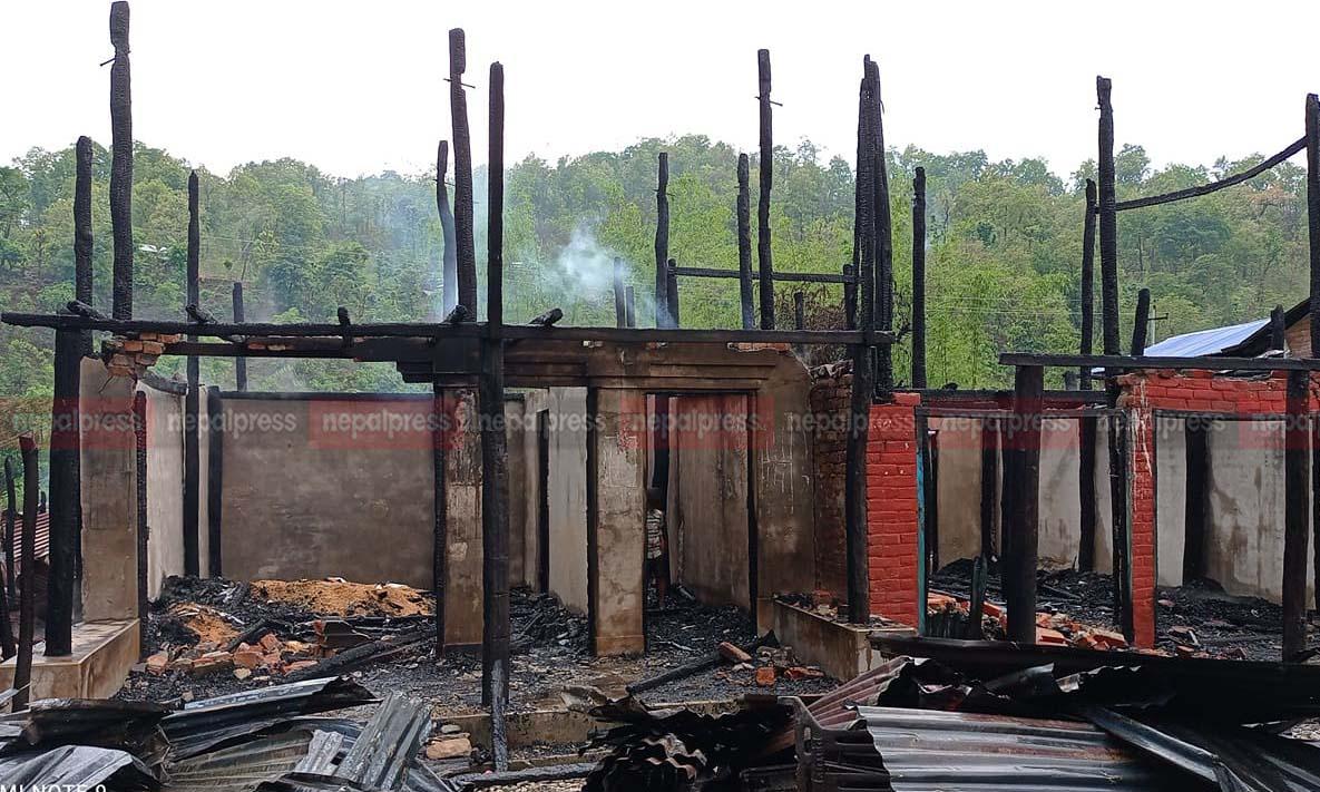 आगलागी हुदाँ पाँच घर जलेर नष्ट