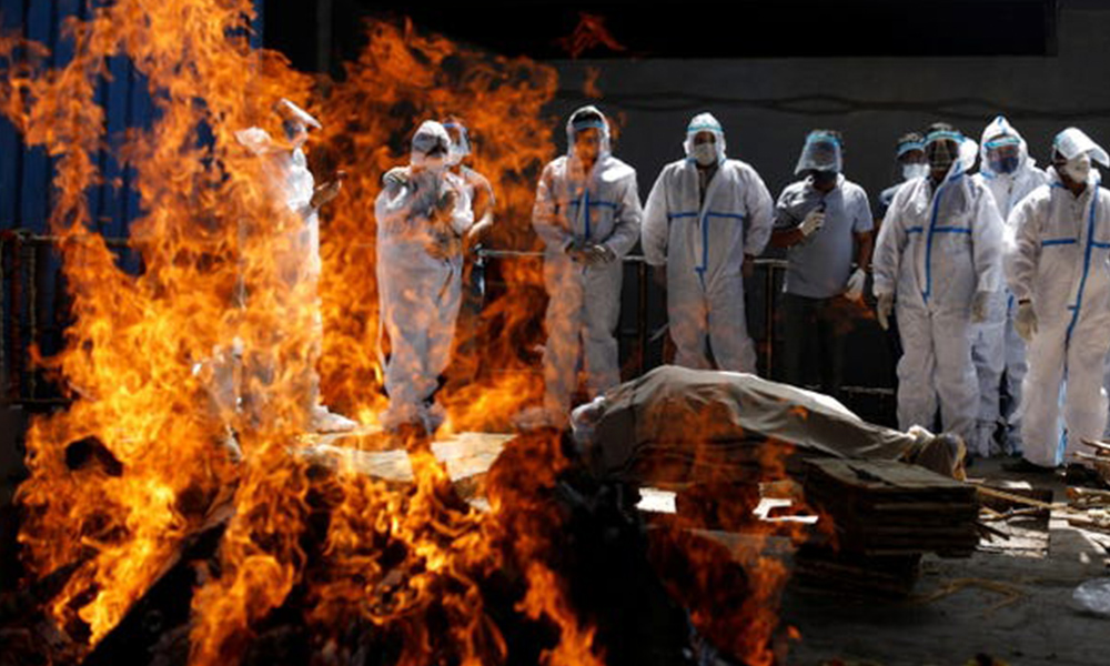 भारतमा कोभिडबाट मृत्यु हुनेको संख्या घटेन, एकै दिन चार हजार बढीको मृत्यु