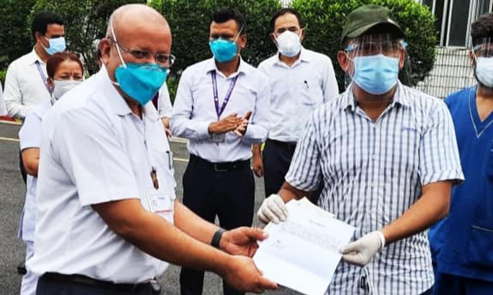 धुर्मुसले दिए अस्पताललाई ५० थान अक्सिजन सिलिन्डर, अक्सिजन प्लान्ट स्थापना गर्ने तयारी
