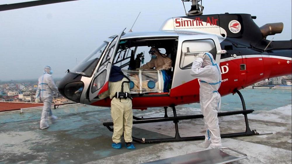 काठमाडौंका अस्पतालमा शय्या नभेटेपछि 'एयर लिफ्ट' बाट संक्रमित बाहिर पठाइँदै