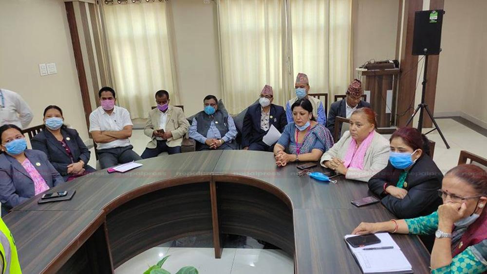 विपक्षी गठबन्धनको आरोप- लुम्बिनी प्रदेश प्रमुख एमाले कार्यकर्ताको भूमिकामा