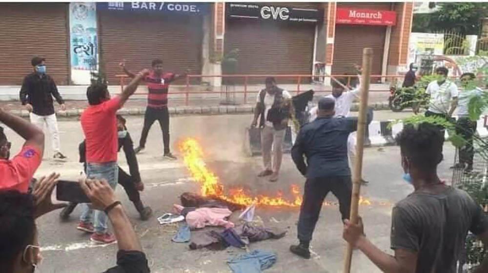 जनकपुरमा विपक्षी गठबन्धनका नेताको पुत्ला जलाइयो