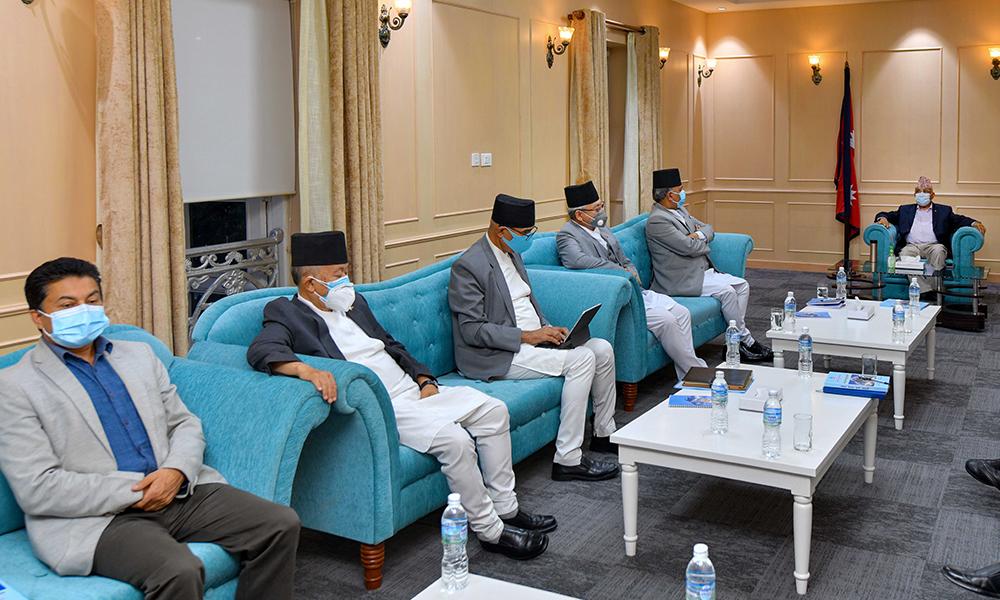 माधव नेपाललाई आफ्नै समूहका केन्द्रीय सदस्यको प्रश्न : बादलसहितको बैठकमा किन बसेको ?
