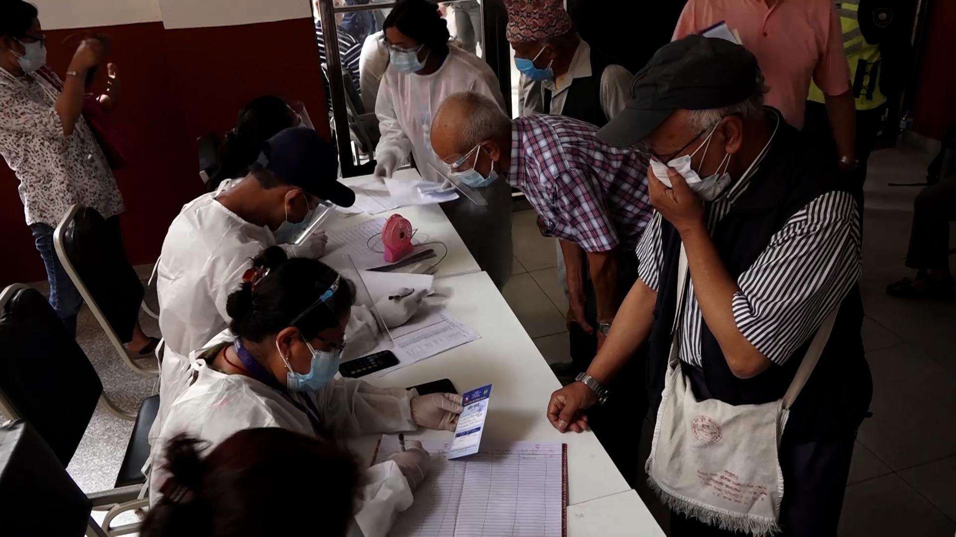 खोप केन्द्र अव्यवस्थित भएको ज्येष्ठ नागरिकको गुनासो (भिडियो)