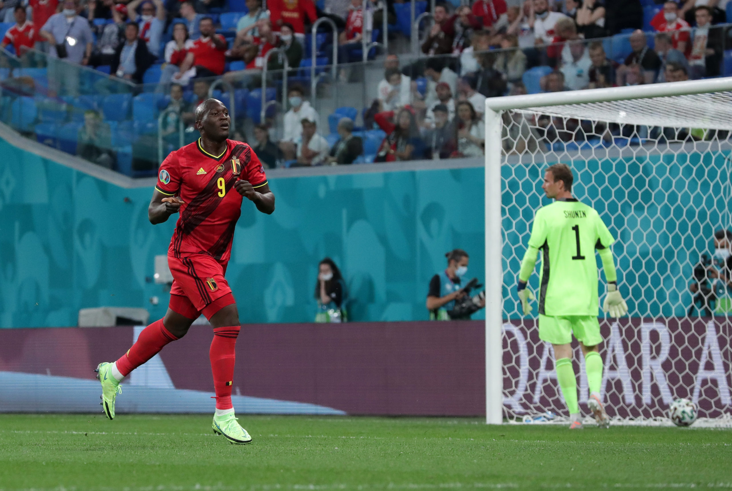 लुकाकुद्वारा आफ्नो गोल क्रिष्टियनको नाममा समर्पित, बेल्जियम ३–० ले विजयी