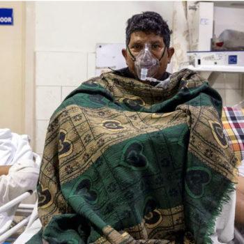 भारतमा संक्रमण घट्दो, तर विज्ञहरु भन्छन् : यस्तै हो भने तेस्रो लहर थप जटिल हुन्छ