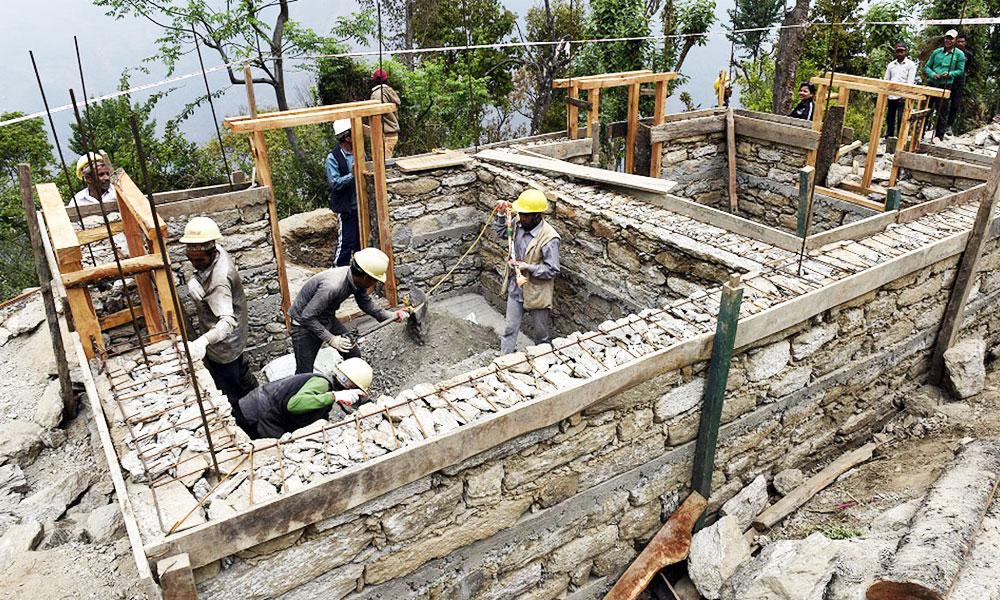 प्रवासीद्वारा पहिरोपीडितका ४० घर पुनःनिर्माण