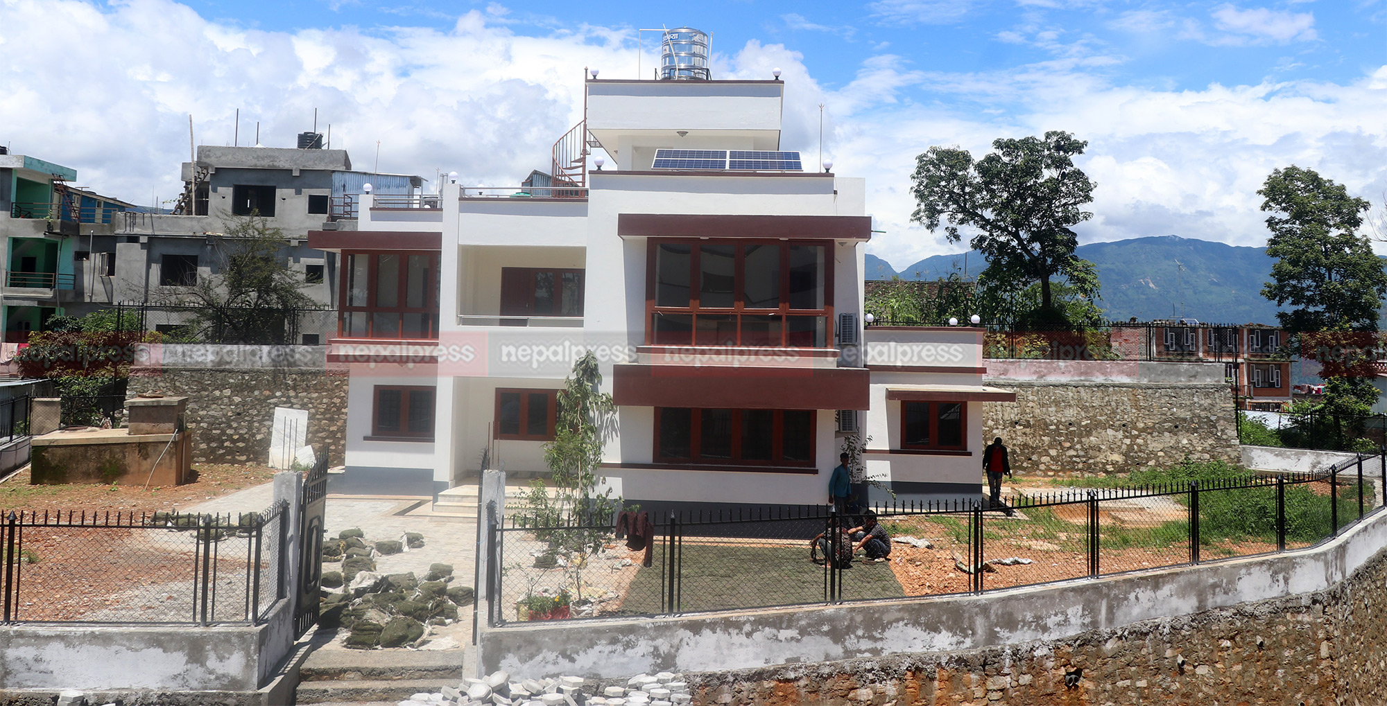 भुकम्प विनाशको 'इपिसेन्टर'- पुनर्निर्माण सकियो, रिसोर्टजस्तै सरकारी कार्यालय(तस्बिरहरु)