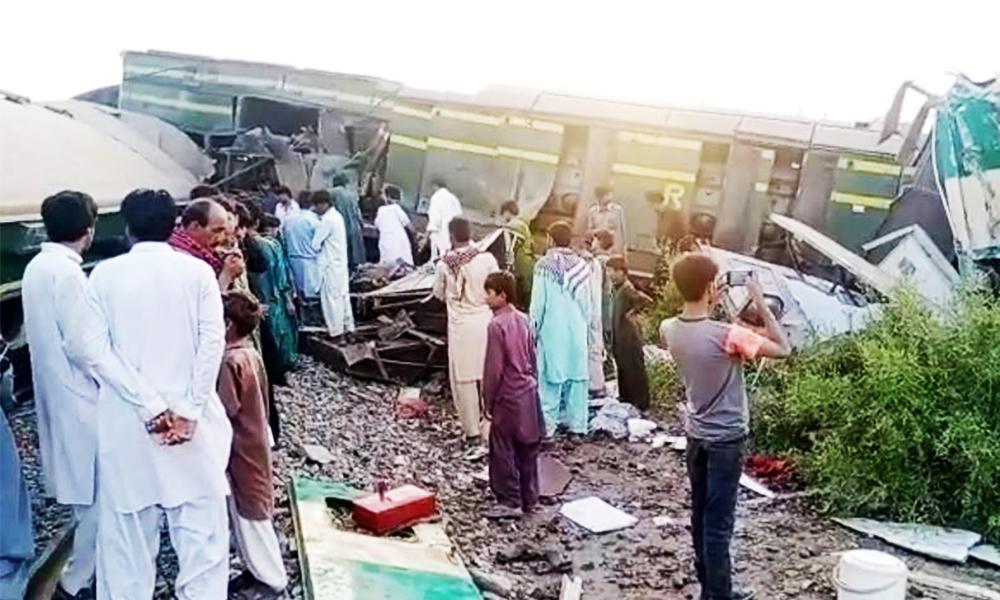 पाकिस्तानमा दुई रेल आपसमा ठोक्किँदा ३० जनाको मृत्यु