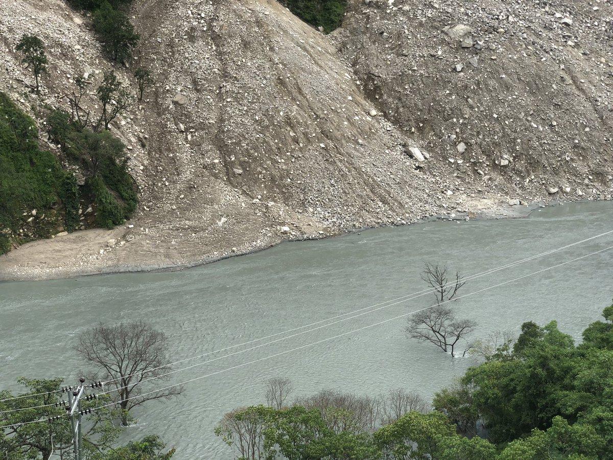 पहिरोले बुढीगंगा नदी थुनियो, बाजुरादेखि अछामसम्मै त्रास