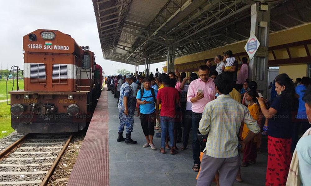 जनकपुर–जयनगर रेलवे: ट्रयाक परीक्षणका लागि भारतबाट ल्याइयो रेल, प्रतिघण्टा १२० किलोमिटरमा कुदाइने (भिडियो)