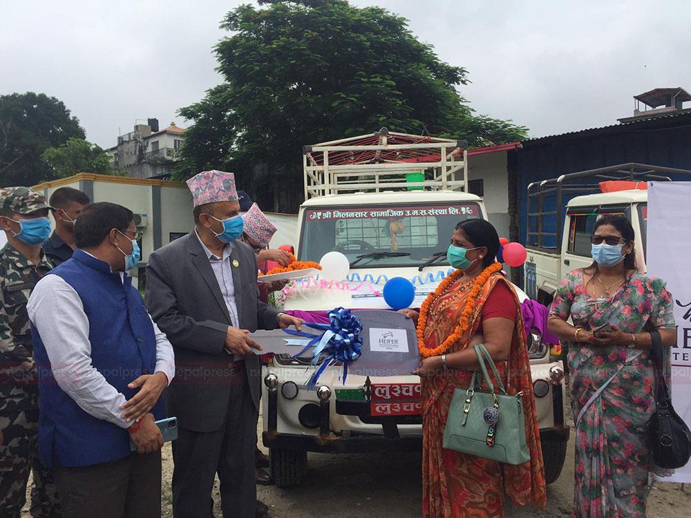 लुम्बिनीका मुख्यमन्त्रीले बाँडे कृषि एम्बुलेन्स, कृषिजन्य उत्पादनको बजारीकरण सहज हुने अपेक्षा