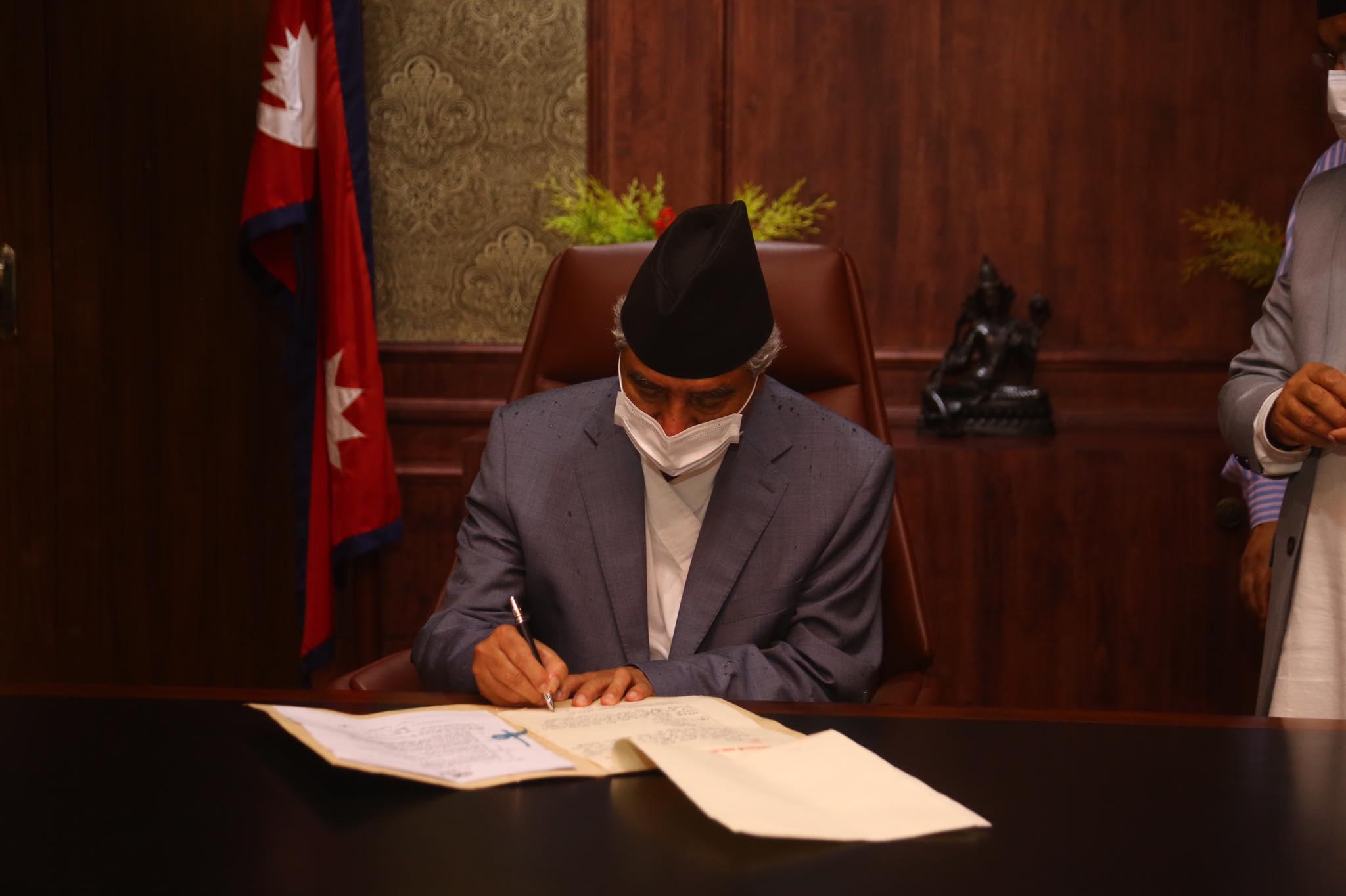 प्रधानमन्त्री देउवाद्वारा पदभार ग्रहण (तस्वीरहरु)