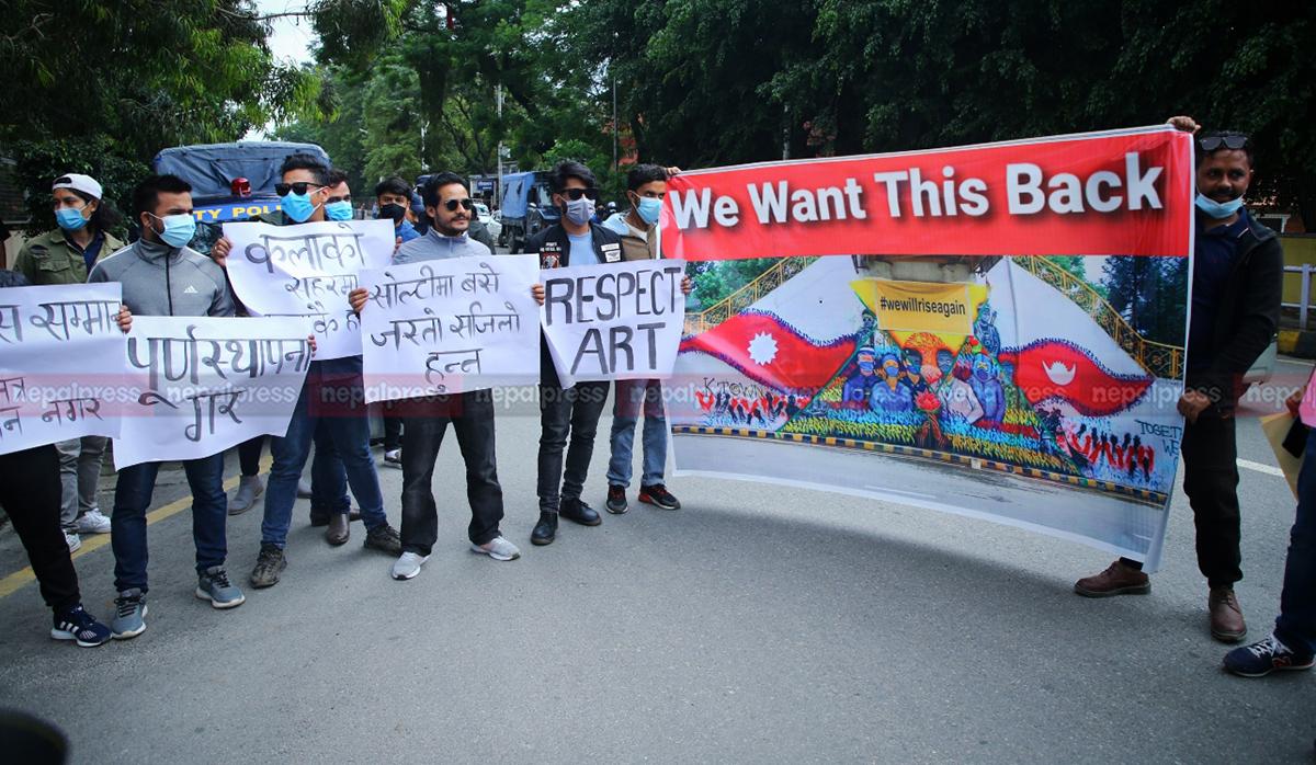 काठमाडौं महानगरपालिकाविरुद्ध चित्रकारको प्रदर्शन (तस्बिरहरू)