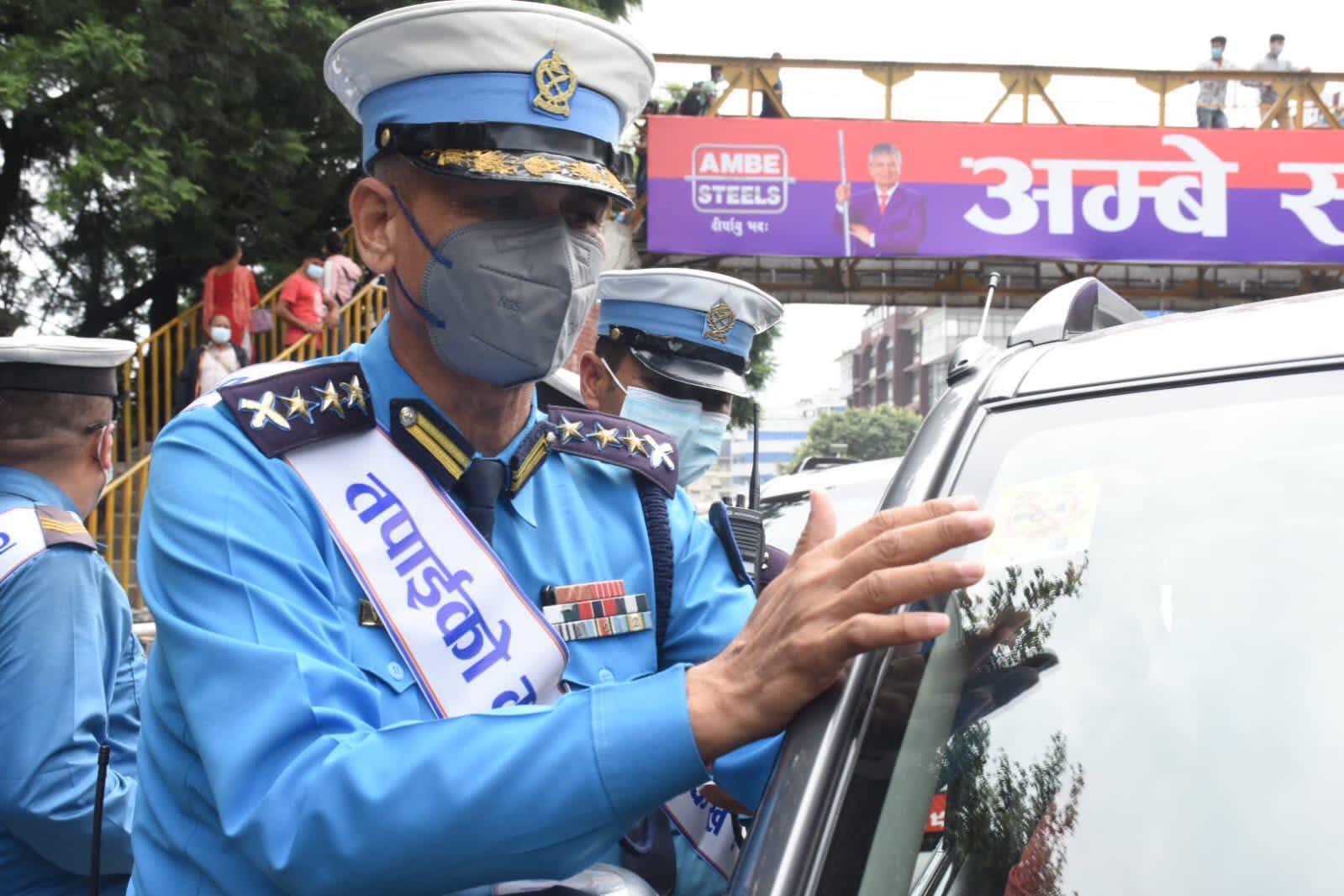 काठमाडौं उपत्यकामा हर्न निषेधलाई थप कडाइ गर्न 'नो हर्न स्टिकर अभियान' शुरु