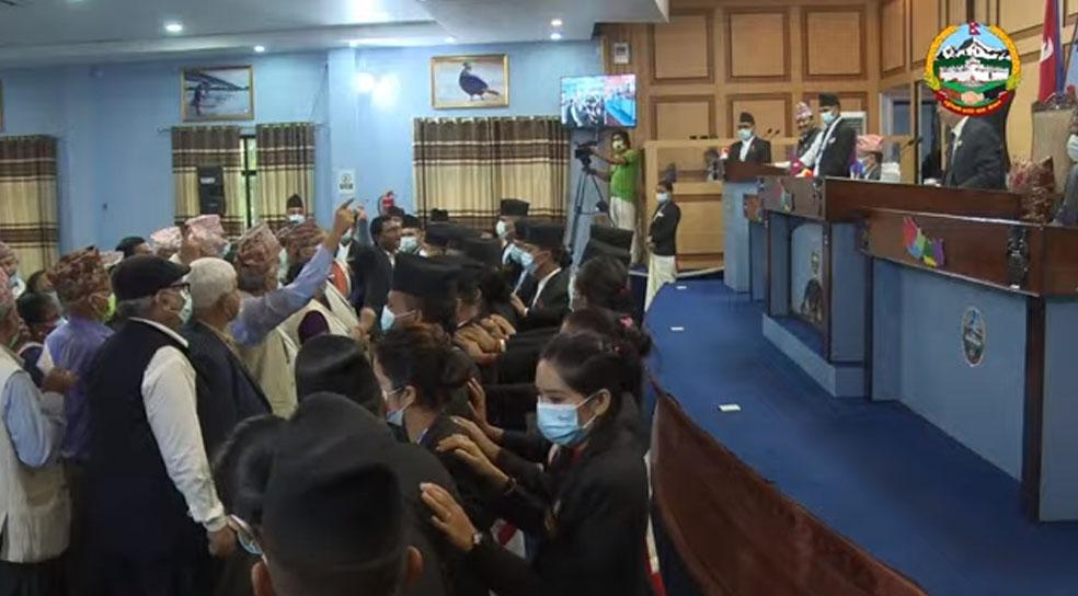दुई सांसदलाई पदमुक्त नगरेको विरोधमा एमालेद्वारा लुम्बिनी सभा अवरुद्ध