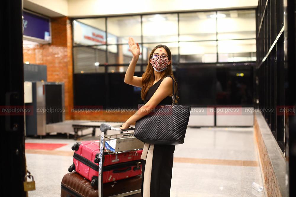 मास्टर्स पढ्न श्रृंखला अमेरिका प्रस्थान, सिसनले गरे एयरपोर्टमा बिदाई (तस्विर र भिडियोसहित)